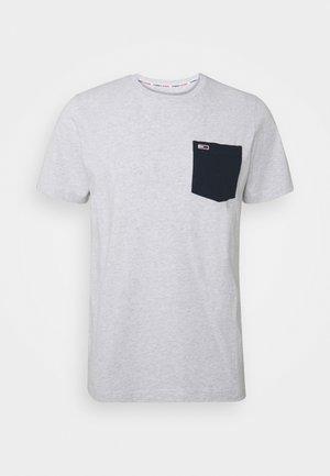 CONTRAST POCKET TEE  - T-shirt imprimé - silver grey