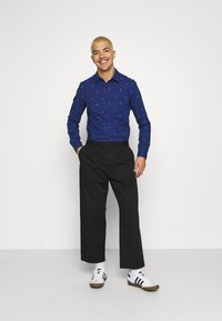 Scotch & Soda - SLIM FIT WITH ALL OVER PRINT - Shirt - combo - 1