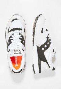 Saucony - AZURA - Trainers - white/black/red - 1