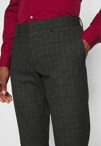 Isaac Dewhirst - CHECK SUIT SET - Garnitur - grey - 8