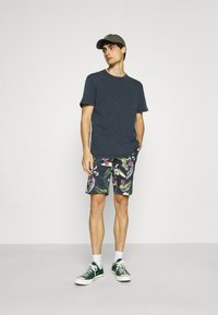 Selected Homme - SLHRELAXHERB O NECK TEE - Basic T-shirt - sky captain - 1