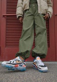 Nike Sportswear - AIR MAX VAPORMAX EVO - Trainers - black/bright citrus/white/laser blue/bright crimson - 2