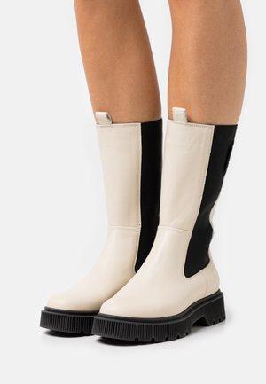 STINT - Platform boots - bone