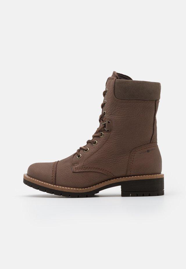 ELAINE - Šněrovací kotníkové boty - brown
