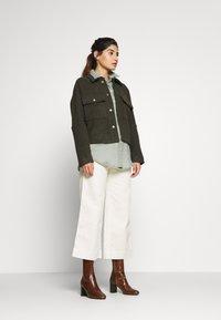 GAP Petite - WIDE LEG SOLID - Pantaloni - ivory frost - 1