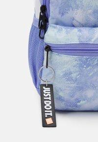 Nike Sportswear - BRASILIA MINI UNISEX - Rucksack - light thistle/white - 3