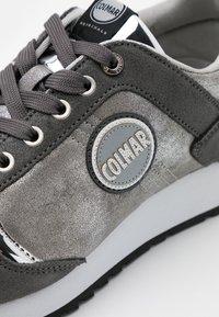Colmar Originals - TRAVIS PUNK - Baskets basses - grey/silver - 4
