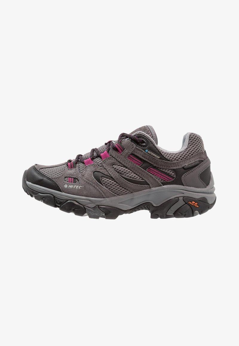 Hi-Tec - RAVUS VENT LOW WP WOMENS - Zapatillas de senderismo - charcoal/cool grey/clematis