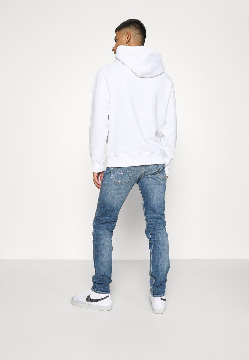 Calvin Klein Jeans - ESSENTIAL REGULAR HOODIE - Felpa - bright white