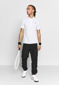 Lacoste Sport - TENNIS PANT - Träningsbyxor - black/white/cosmic - 1
