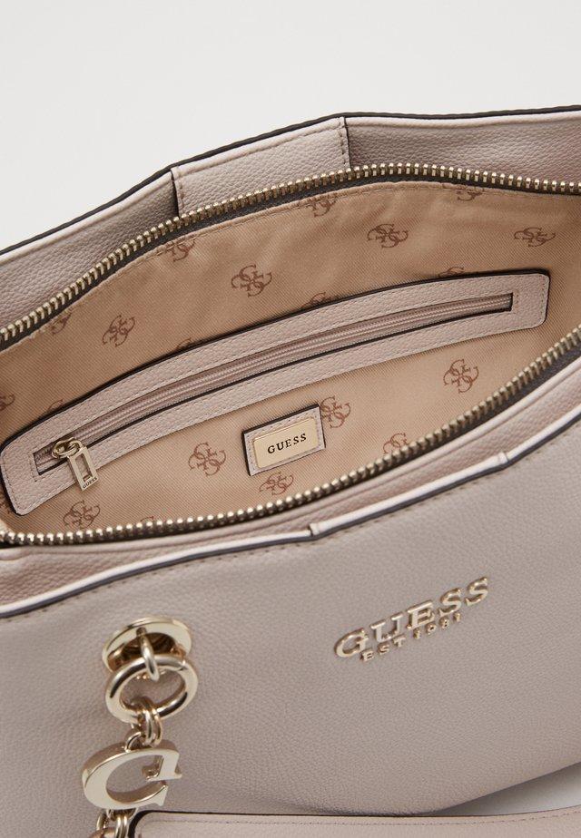 CHAIN GIRLFRIEND SATCHEL - Handbag - stone