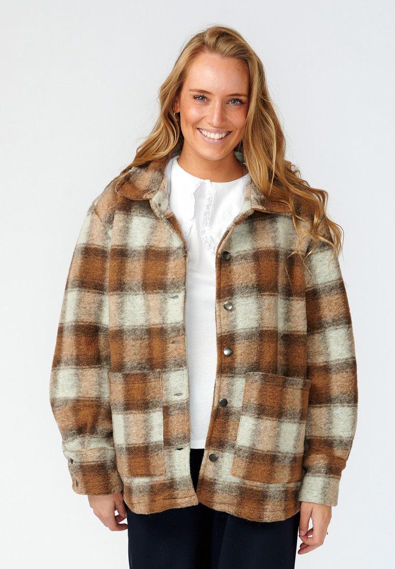 Noella - VIKSA - Short coat - brown checks