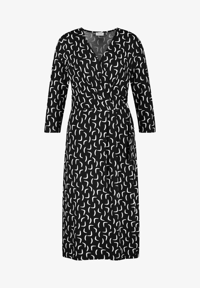 KLEID GEWIRKE KLEID MIT KONTRASTFARBIGEM MUSTER - Korte jurk - schwarz/ecru/weiss druck