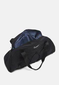 Nike Performance - ONE CLUB BAG - Sportovní taška - black/black/white - 3