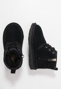 UGG - NEUMEL - Šněrovací kotníkové boty - black - 0