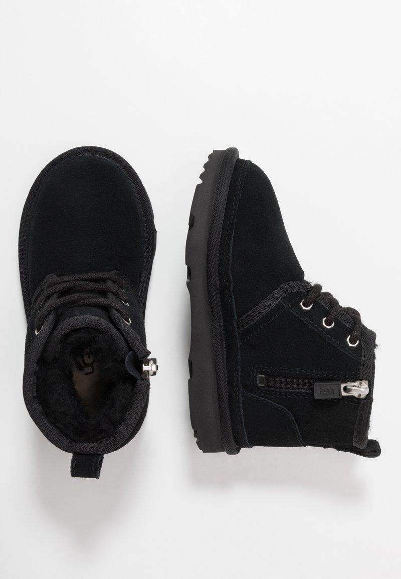 UGG - NEUMEL - Šněrovací kotníkové boty - black