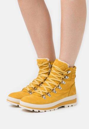 Snowboots  - saffron