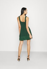 WAL G. - NADIA VPLUNGE NECK SKATER DRESS - Koktejlové šaty / šaty na párty - forest green - 2