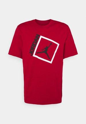 JUMPMAN BOX CREW - Print T-shirt - gym red/black