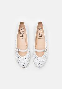N°21 - Ankle strap ballet pumps - white - 3