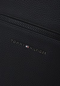 Tommy Hilfiger - ESSENTIAL BACKPACK - Rucksack - black - 3