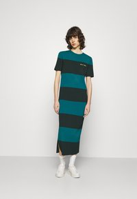 Lacoste LIVE - Jersey dress - plumage/danube - 0