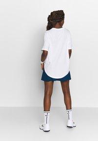 Nike Performance - TEE COURT - Basic T-shirt - white - 2