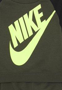 Nike Sportswear - OVERSIZED FUTURA CREW BABY SET - Trainingspak - cargo khaki - 3