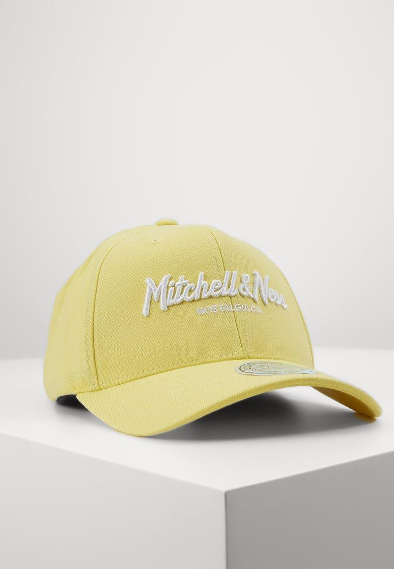 Mitchell & Ness - PINSCRIPT - Cap - passtle yellow