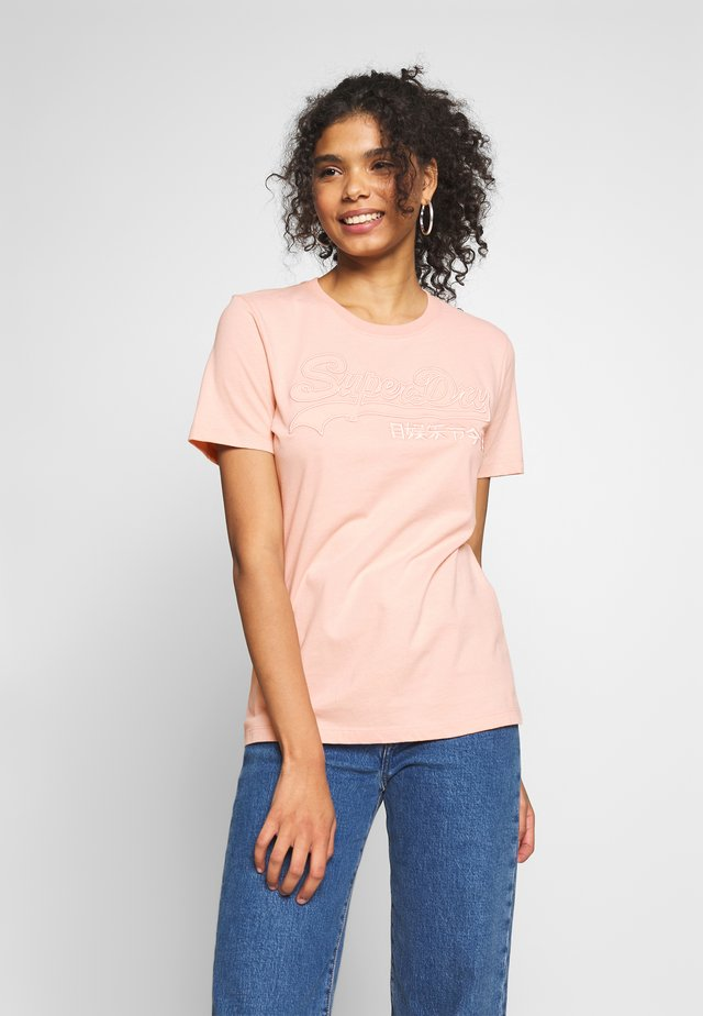 OUTLINE ENTRY TEE - Print T-shirt - peach whip
