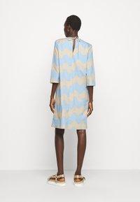 Marimekko - CLASSICS HAVAITTU PIKKU LOKKI DRESS - Day dress - blue/sand - 2