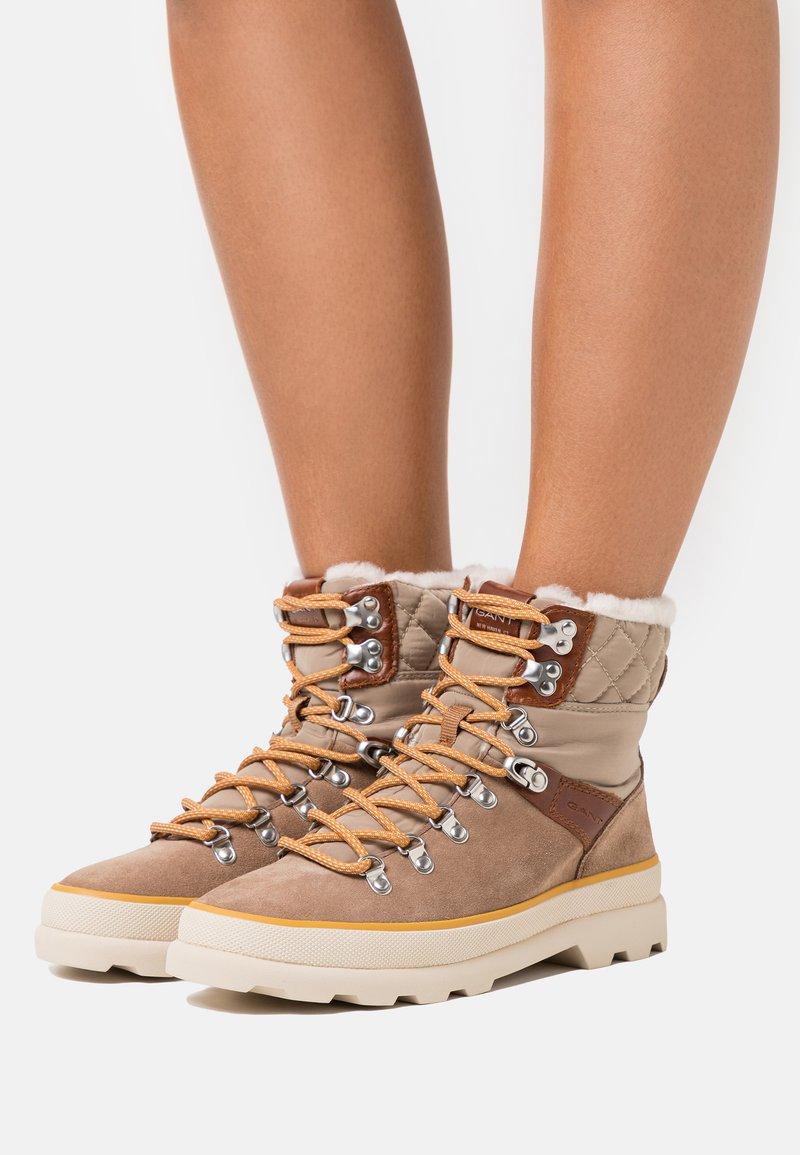 GANT - KAARI MID LACE BOOT - Lace-up ankle boots - warm khaki