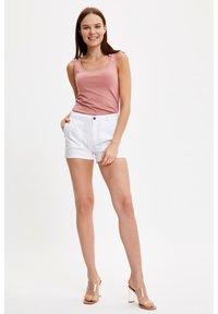 DeFacto - Shorts - white - 1