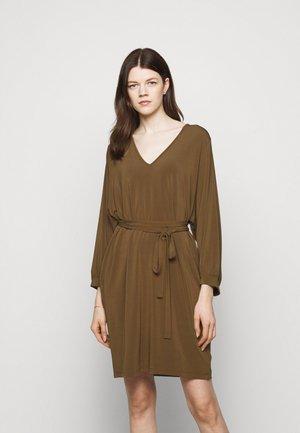 ZELINDA - Jersey dress - gold grun braun