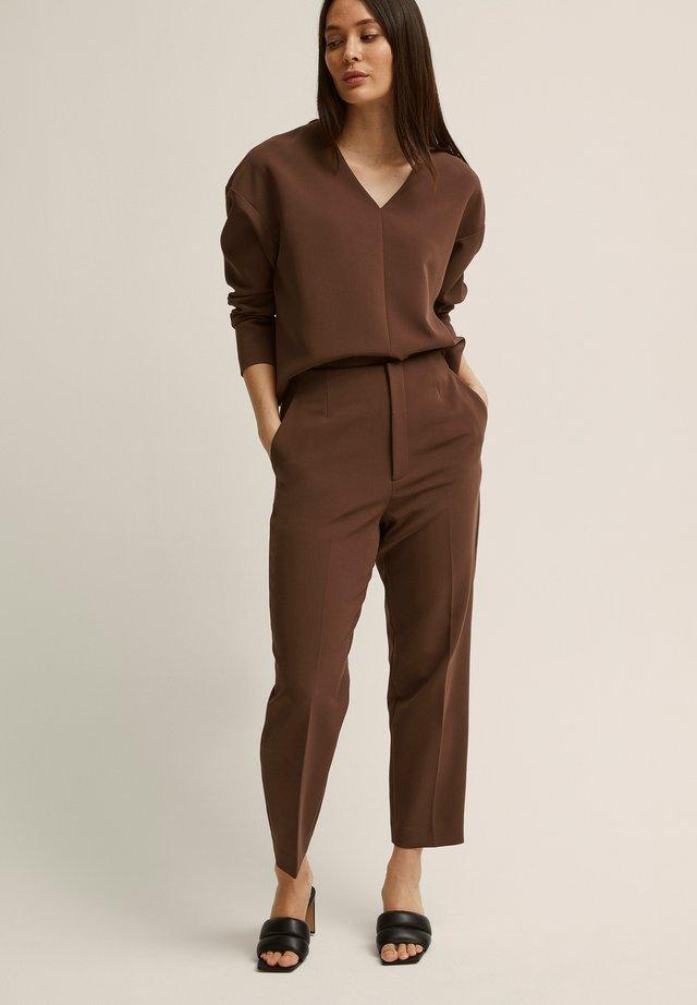 BONNIE - Pantalon classique - dark brown