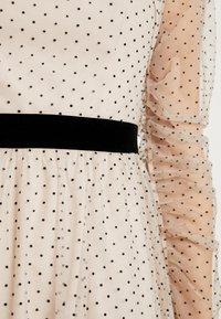 Apart - DRESS WITH DOTS - Robe de soirée - nude/black - 6