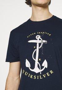 Quiksilver - SAVIORS ROAD - Print T-shirt - navy blazer - 5