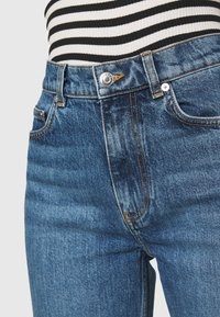 ARKET - Relaxed fit jeans - dark mid blue - 6