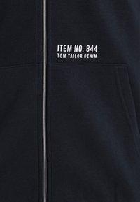 TOM TAILOR DENIM - WITH BACKPRINT - Huvtröja med dragkedja - sky captain blue - 2