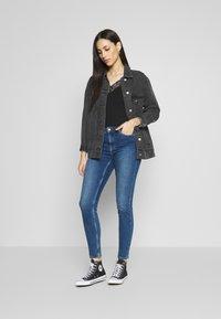 PIECES Tall - PCKAMELIA ANKLE - Jeansy Skinny Fit - medium blue denim - 1