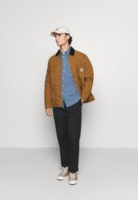 Carhartt WIP - CHORE COAT DEARBORN - Light jacket - hamilton brown/black aged - 1