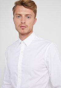 Michael Kors - Zakelijk overhemd - white - 4