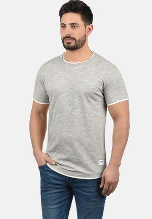 RUNDHALSSHIRT RIGOS - Camiseta básica - monument
