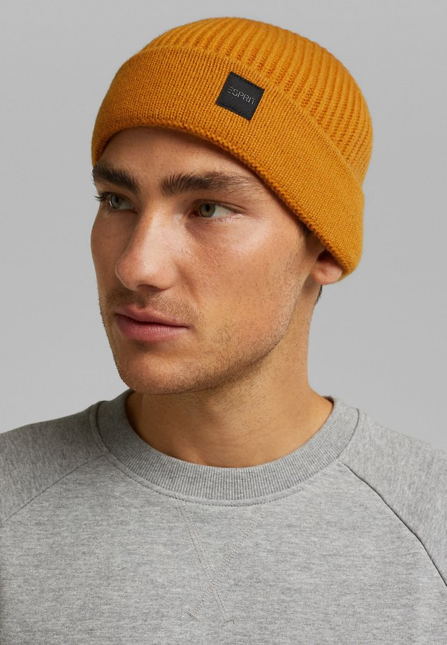 Beanie - brass yellow