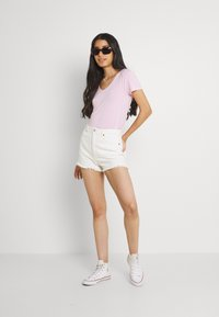 Hollister Co. - EASY MULTIPACK  3 PACK - T-shirt - bas - white/pink mist/xenon blue - 1