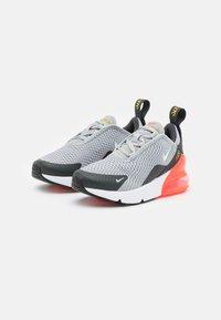 Nike Sportswear - AIR MAX 270 UNISEX - Sneakers laag - light smoke grey/white/dark smoke grey - 2