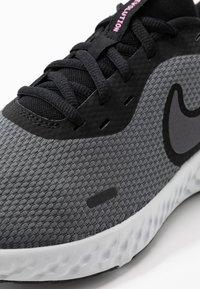 Nike Performance - WMNS REVOLUTION 5 - Neutral running shoes - black/psychic pink/dark grey - 5