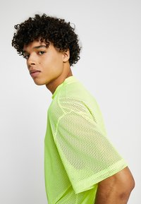 Weekday - GREAT CAPSULE - Jednoduché triko - neon yellow - 5