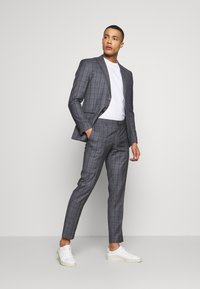 Isaac Dewhirst - CHECK SUIT - Kostym - grey - 1