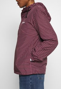 Carhartt WIP - ALISTAIR - Treningsjakke - black/etna red - 5